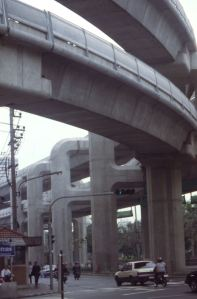 Bangkok's successor of the city tramway, the BTS with an overwhelming infrastructure. The Ratchaprasong intersection on 15.03.1998